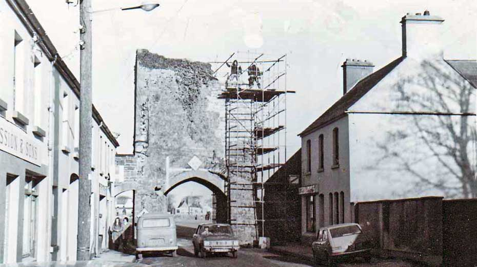 1977 Northgate under repair