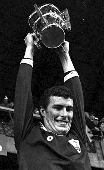 1980 Joe Connolly with cup