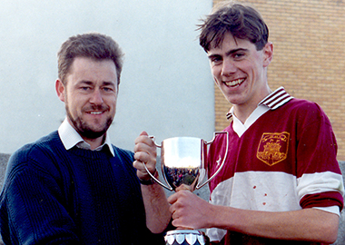 1991 380 s o grady presents fnc cup to d burke