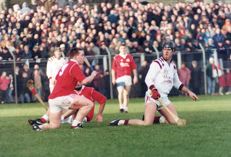 J1996 county senior final action3 1151